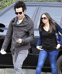 Pete Wentz got new lady