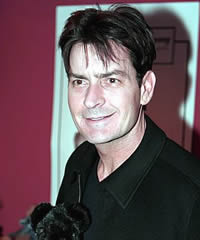 Charlie sheen apologizes