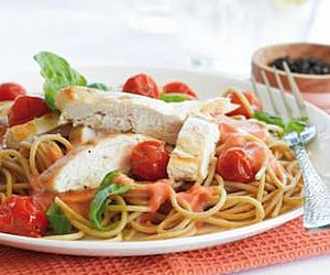 Pasta with chicken and Creamy Roasted Tomato Sauce