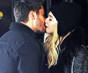 Zac Efron and Imogen Poots on set Lip Lock