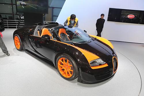 bugatti veyron 16 4 grand sport vitesse world record car unveiled. Black Bedroom Furniture Sets. Home Design Ideas