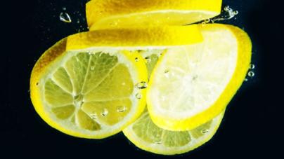 7 Reasons You Should Start Drinking Lemon Water
