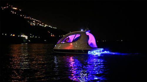 A Stylish Spaceship Inspired Water Jet Capsule from Italy