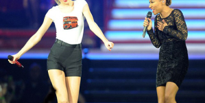 Taylor and Emile Duet On Stage in London on Monday night