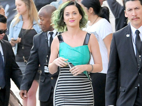 Katy Perry Shows off her tiny Waist in a figure-hugging Dress