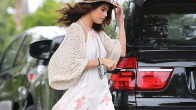 Selena Gomez displays her long Pins in Short romper to Meet up With Justin Bieber