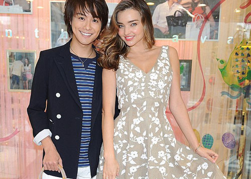 Miranda Kerr Glows Asposes with Japanese heartthrob Takahiro