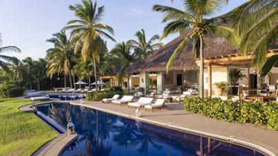 The Opulent Mexican Villa – Kim, Kanye and North Vacation