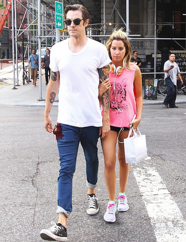 Ashley_Tisdale married_Christopher_French_ (4)