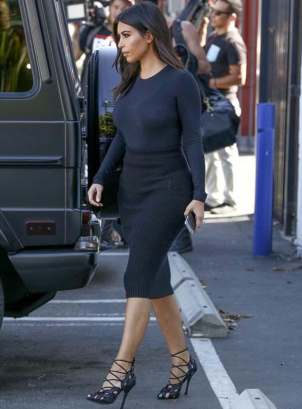 Kim_Kardashian_in_clinging_black_2