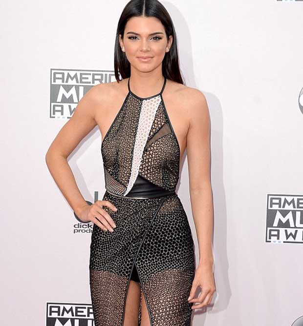 Kendall_and_Kylie_Jenner_and_Khloe_Kardashian_4