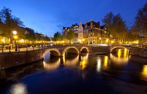 Travel Guide Amsterdam – Amsterdam Attractions and Food Tips