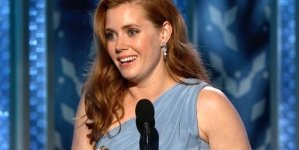 Amy Adams Showing Toned Figure in Navy Leggings