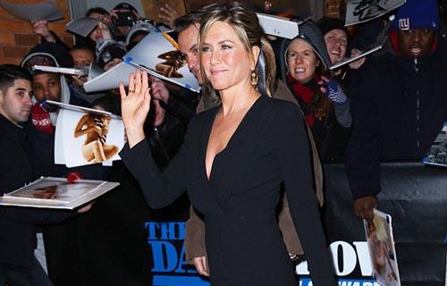 Jennifer Aniston Showing Shapely Legs in Jon Stewart's Show