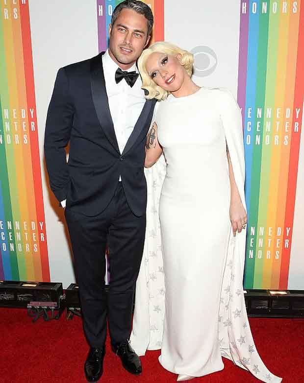 Taylor_Kinney_proposed_Lady_Gaga_2