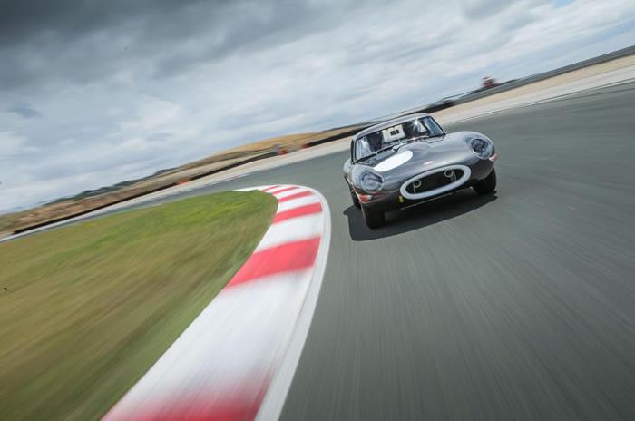 Lightweight Jaguar E-Type driven