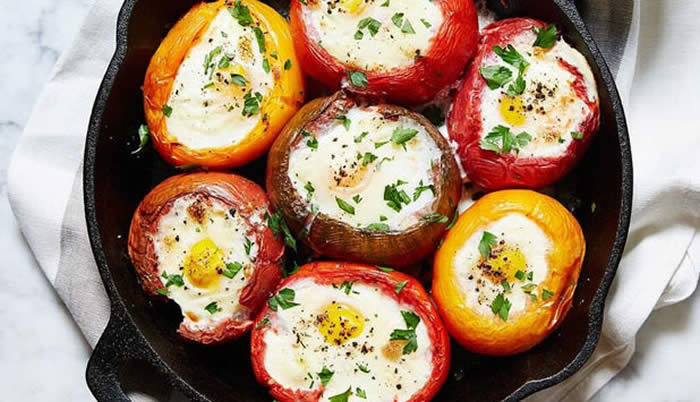 QUICK EGGS BAKED IN TOMATOES