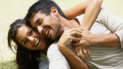 10 Signs To Know If A Woman Is Deeply In Love With You
