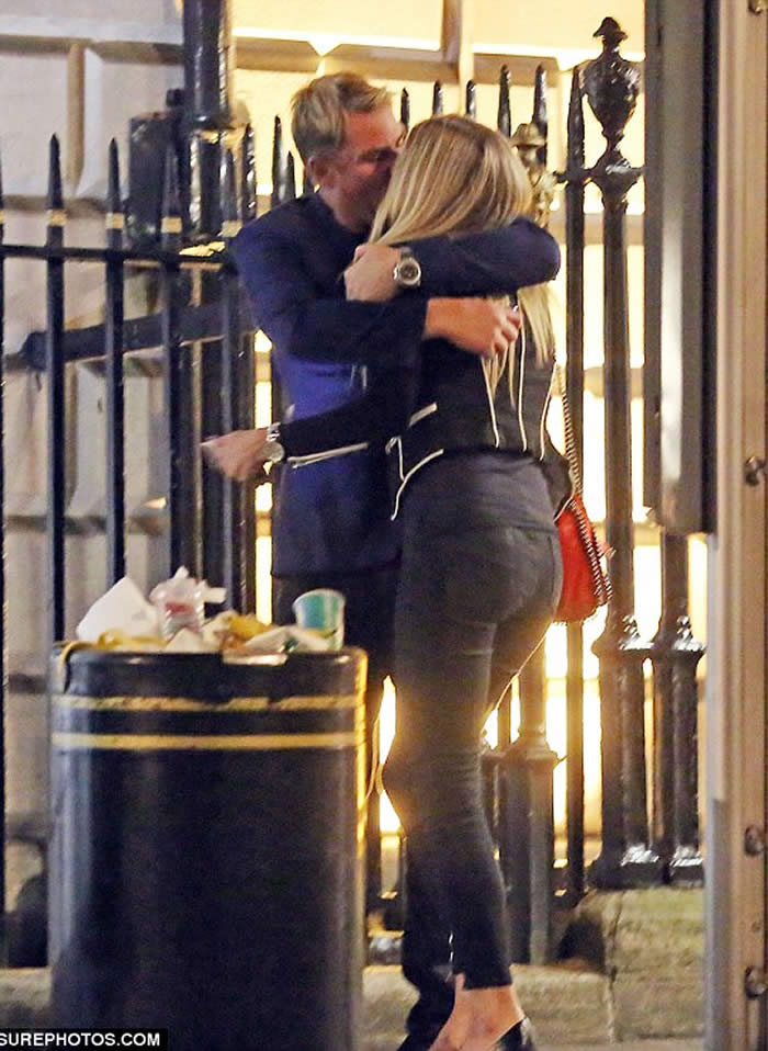 Shane Warne spotted with blonde girl in London