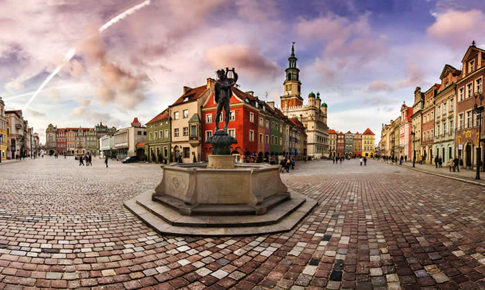 Old Town in Poznań by Remigiusz Latek