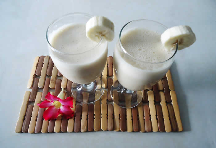 The banana fat cutter smoothie drink