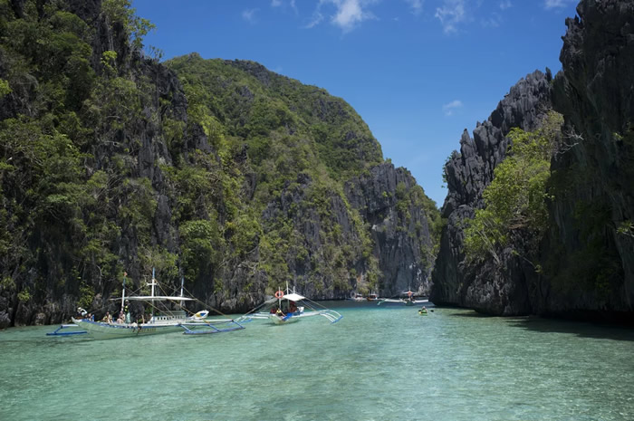 Float in the Philippine lagoons of El Nido, Palawan