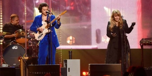 """Stevie Nicks and Harry Styles Passionately Sings """"Stop Draggin' My Heart Around"""" to Honor Tom Petty"""