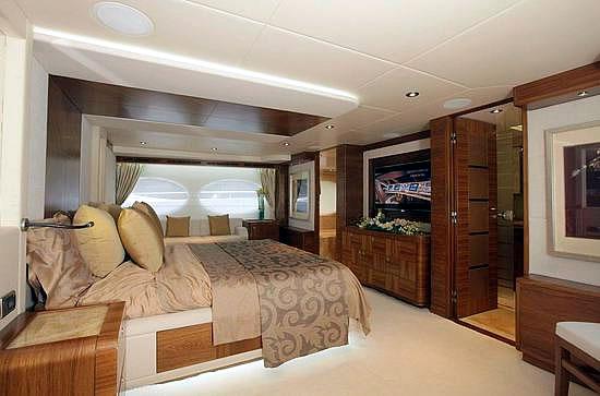 Majesty 105 Superyacht Pics