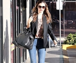 Miranda Kerr Nails her Look in Skinny Jeans