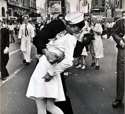 Historic Kiss in Times Square