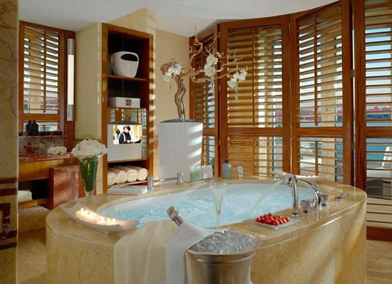 President Wilson Hotel Lesser Bathroom