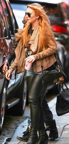 Lindsay Lohan wear thigh-high jeans photos