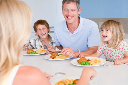 Why family should eat together at home