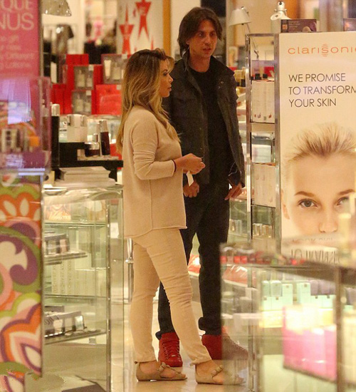 Kim Kardashian and  Jonathan in shop
