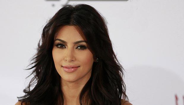 Kim Kardashian selfie images