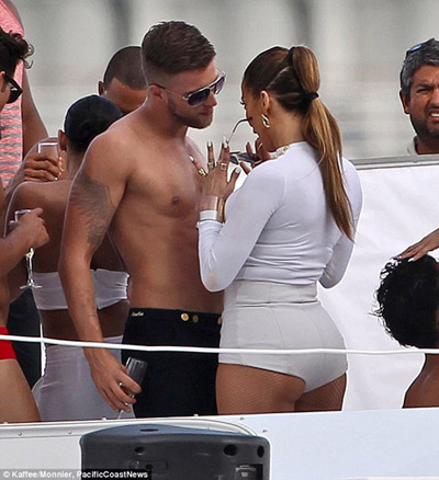 Jennifer Lopez pics 2014