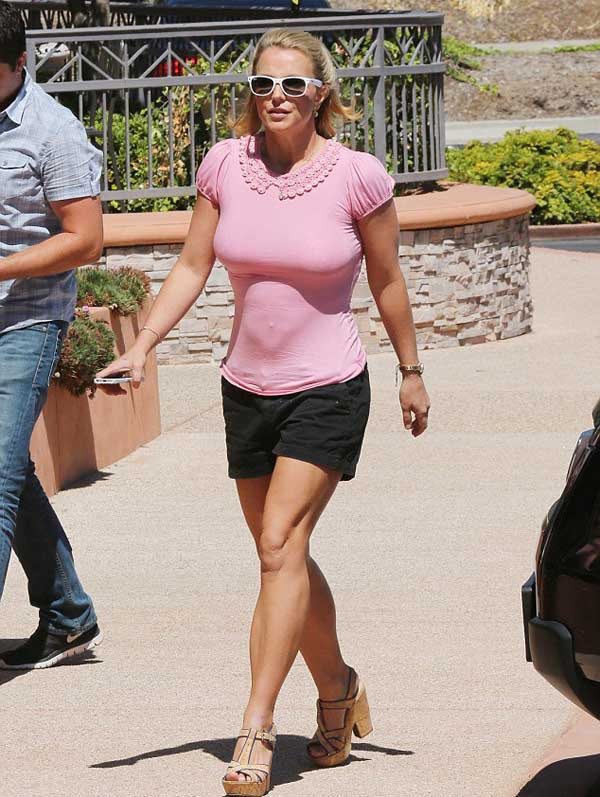 Britney_Spears_in_pink_top_3