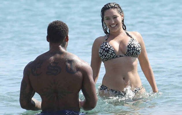 Kelly_Brook_in_leopard_print_bikini_1