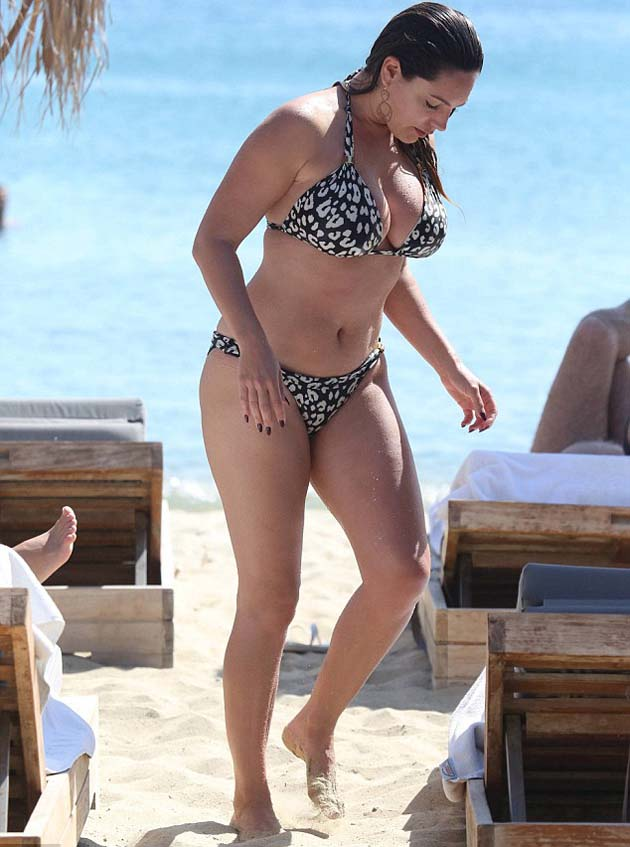 Kelly_Brook_in_leopard_print_bikini_7