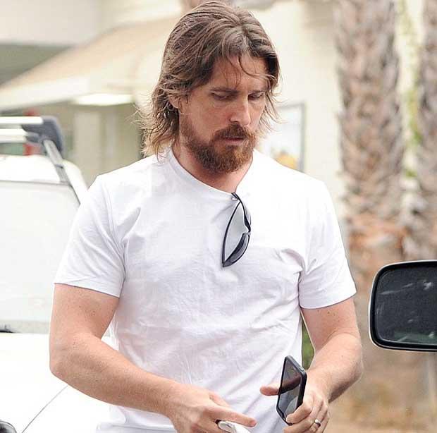 Christian_Bale_cast_as_Steve_Jobs_1