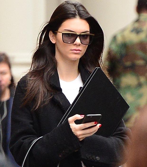 Kendall_Jenner_looks_leggy_hot_1