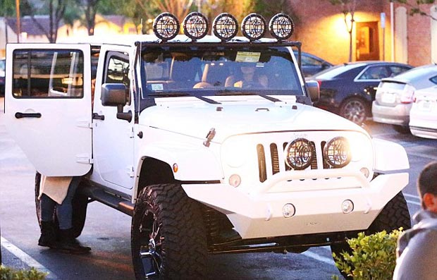 Khloe_Kardashian-s _Jeep