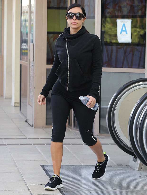 Kim_Kardashian_in_black_jacket_leggings_1