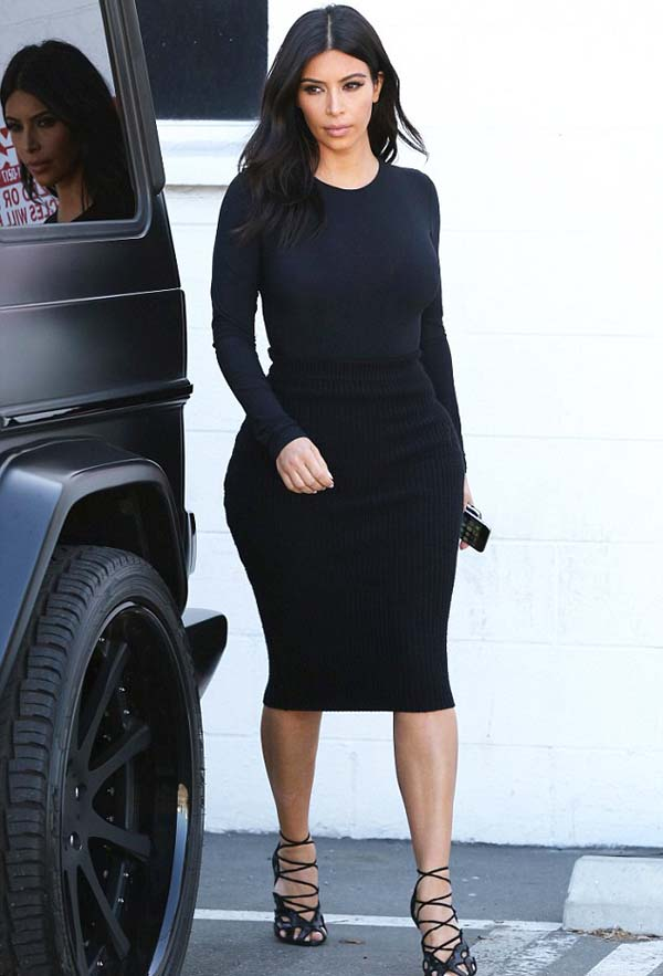 Kim_Kardashian_in_clinging_black_1