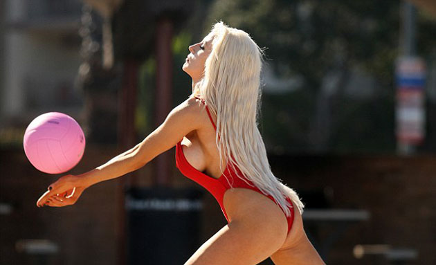 Pamela_Anderson_in_red_swimsuit_3