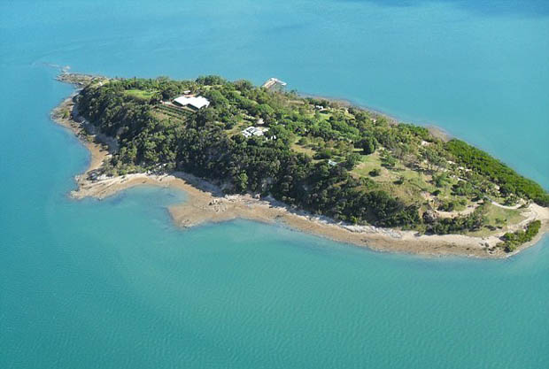 Kim_Kardashian_baby_North_ISLAND_in_Queensland_2