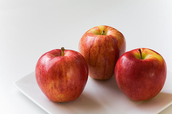 three-apples-on-white-plate