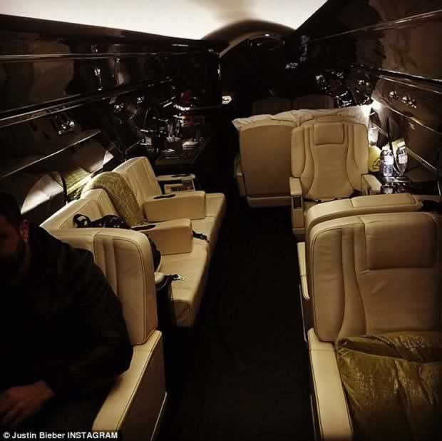 Justin_Bieber_buys_himself_brand_new_jet_