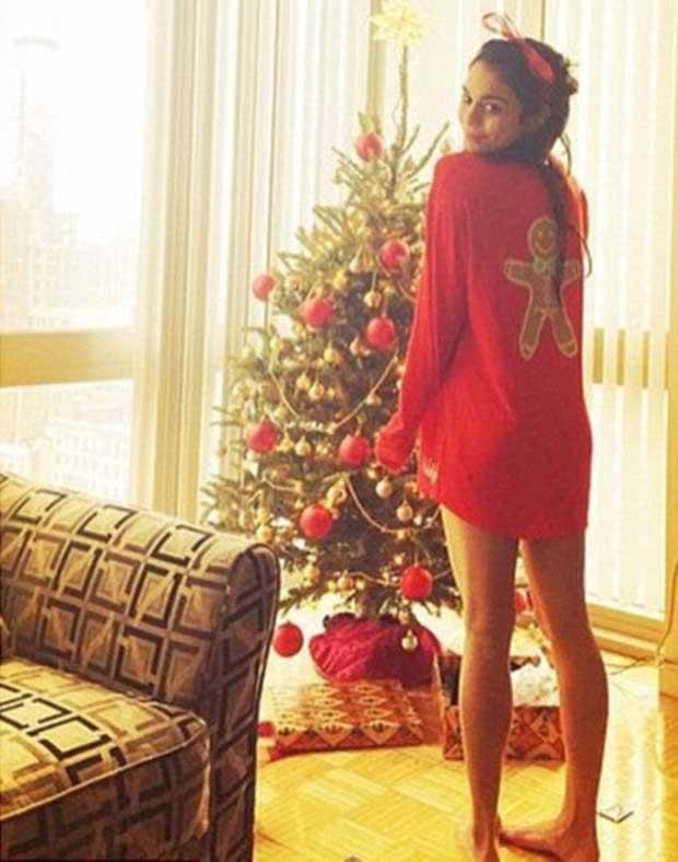 Vanessa_Hudgens_in-flirty_snap_Christmas_morning