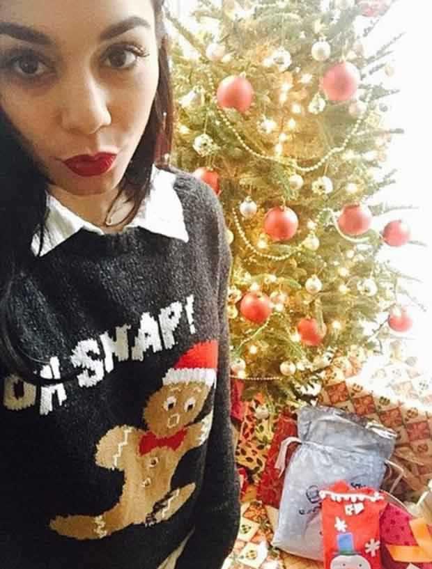 Vanessa_Hudgens_in-flirty_snap_Christmas_morning_4